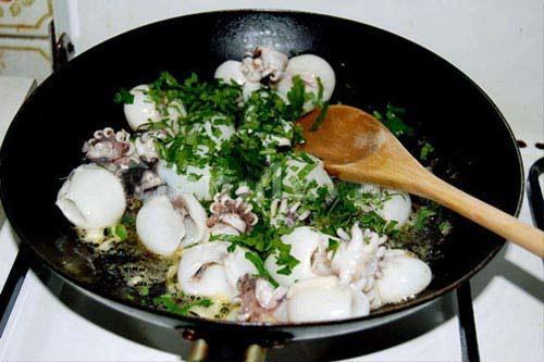 Thơm nức bạch tuộc xào bơ tỏi - 4