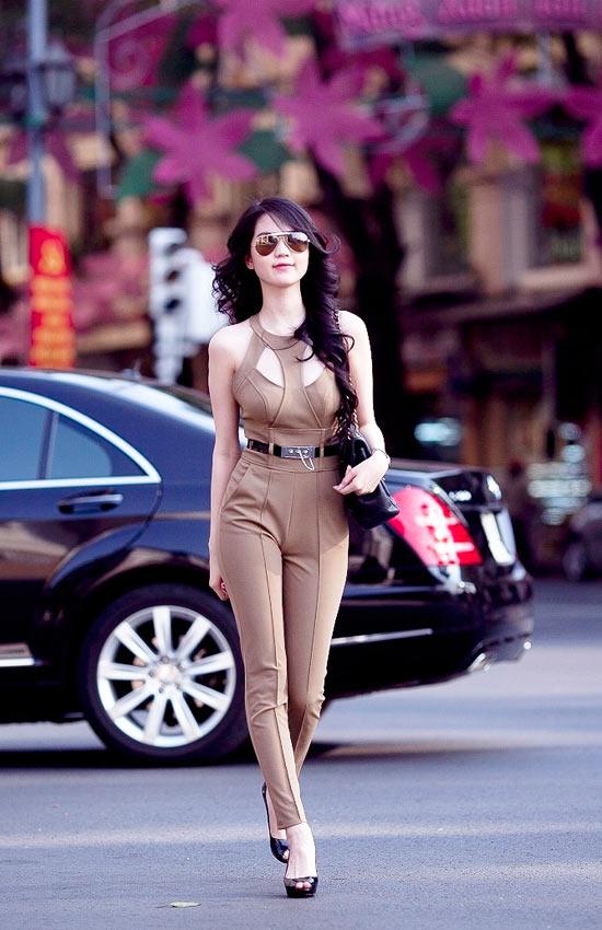 """Mặc jumpsuit đẹp như """"búp bê"""" 9X Ngọc Trinh - 3"""
