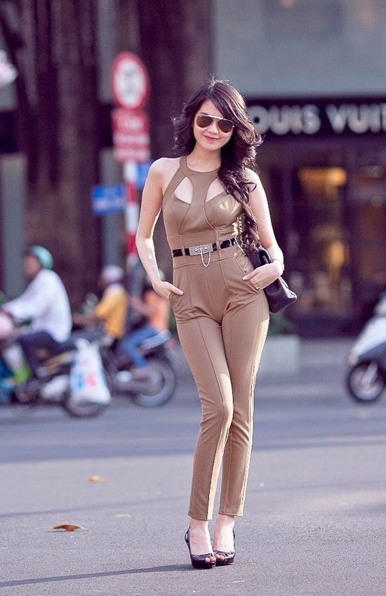 """Mặc jumpsuit đẹp như """"búp bê"""" 9X Ngọc Trinh - 4"""