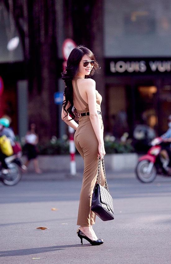 """Mặc jumpsuit đẹp như """"búp bê"""" 9X Ngọc Trinh - 5"""