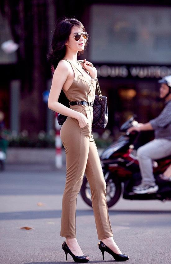 """Mặc jumpsuit đẹp như """"búp bê"""" 9X Ngọc Trinh - 6"""