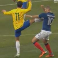 Cú kung-fu bạo lực trong trận Pháp - Brazil