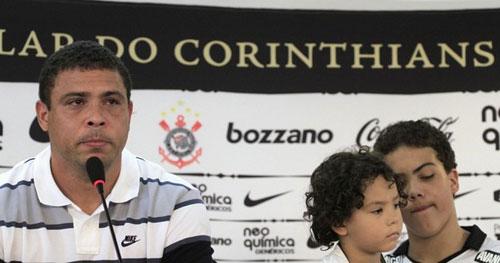 Ronaldo: Huyền thoại và những giọt nước mắt - 6