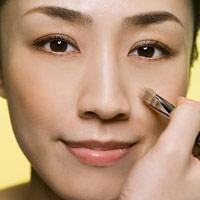 Video: Làm sáng vùng da quầng thâm dưới mắt