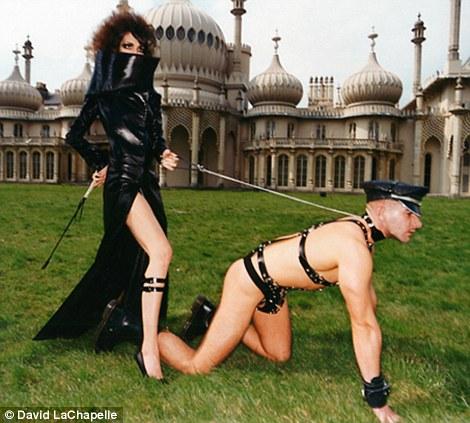Xem lén video sexy bị cấm của Rihanna - 2