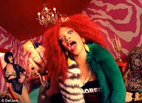 Xem lén video sexy bị cấm của Rihanna - 3