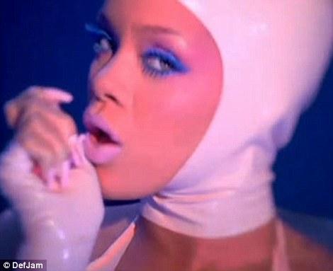 Xem lén video sexy bị cấm của Rihanna - 5