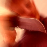 Kinh hoàng: Con cầm dao giết cha