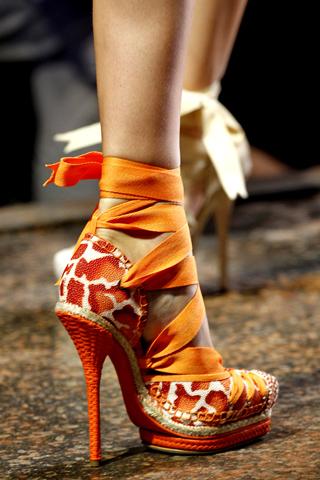 Bật mí xu hướng giày mùa Xuân/Hè 2011 - 16