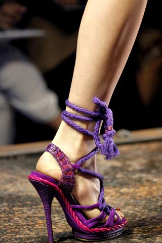 Bật mí xu hướng giày mùa Xuân/Hè 2011 - 17