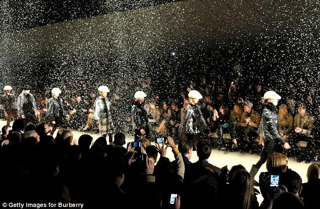 Sao thời trang hội tụ tại show Burberry - 14