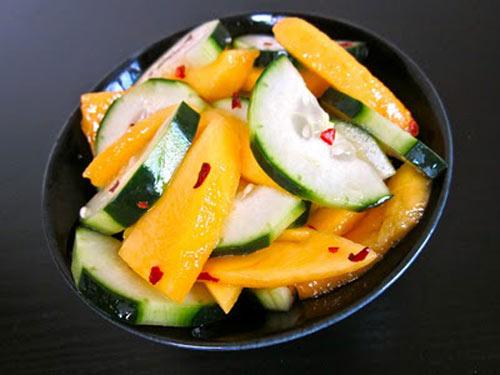 Salad xoài dưa leo: Chua, cay, mặn, ngọt - 1