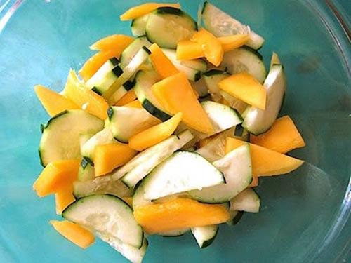 Salad xoài dưa leo: Chua, cay, mặn, ngọt - 5