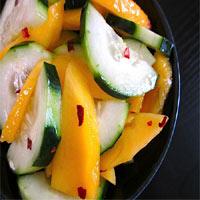Salad xoài dưa leo: Chua, cay, mặn, ngọt
