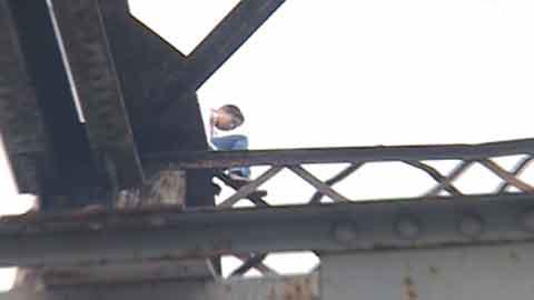 Dọa tự tử, nữ sinh nuốt 100 viên thuốc Gút - 2