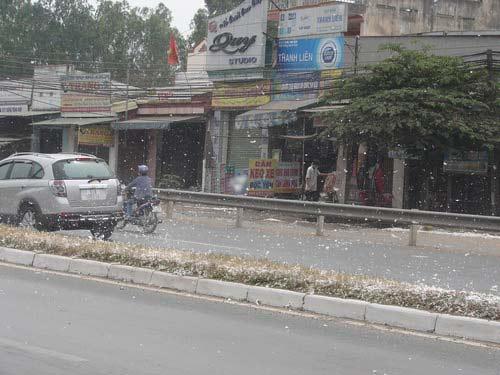 """Đồng Nai: """"Tuyết"""" rơi trên trên quốc lộ - 3"""