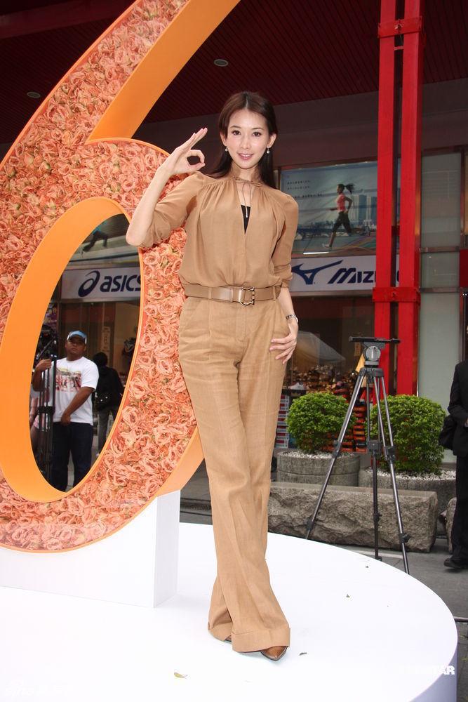 Mặc quần âu khoe dáng chuẩn như sao Hoa Ngữ - 18