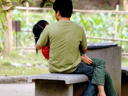 """Giới trẻ hớ hênh khi """"yêu"""" nơi công cộng - 4"""