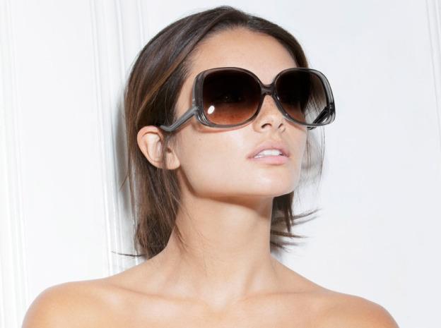 Victoria Beckham ra mắt bộ kính sành điệu - 1