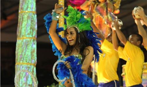 Người đẹp World Cup tỏa sáng tại lễ hội Carnival - 4