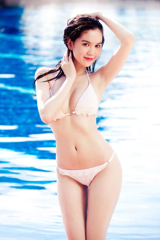 9X Ngọc Trinh bỏng mắt với bikini - 15