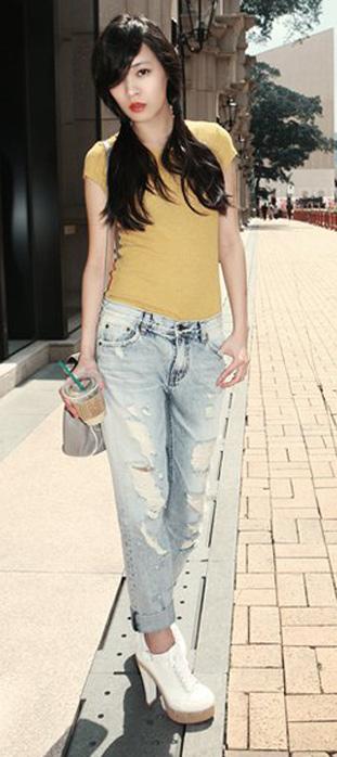 Mẹo mặc quần jeans rách tới công sở - 3
