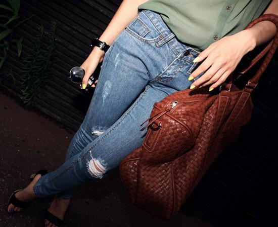 Mẹo mặc quần jeans rách tới công sở - 5