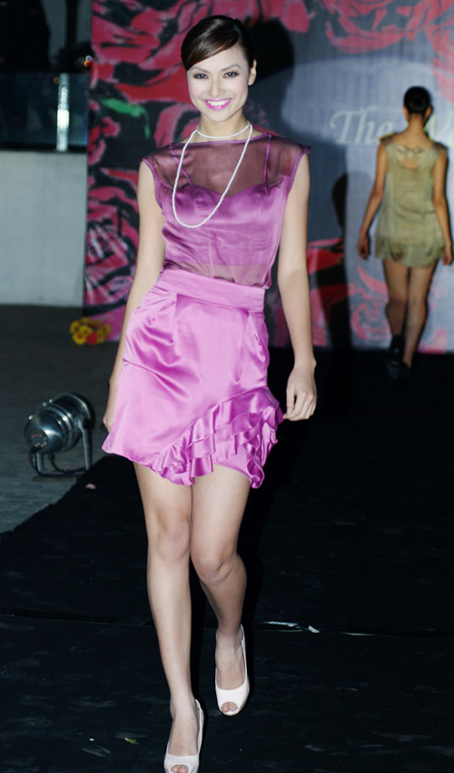 Hồng Quế xinh đẹp trong váy voan mỏng - 4