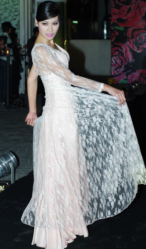 Hồng Quế xinh đẹp trong váy voan mỏng - 10