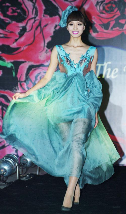 Hồng Quế xinh đẹp trong váy voan mỏng - 11