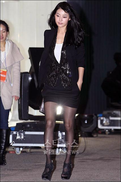 """Ngắm váy ngắn để """"soi"""" chân nuột của Sao Hàn - 7"""
