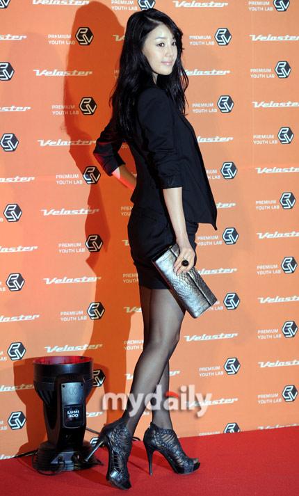 """Ngắm váy ngắn để """"soi"""" chân nuột của Sao Hàn - 8"""