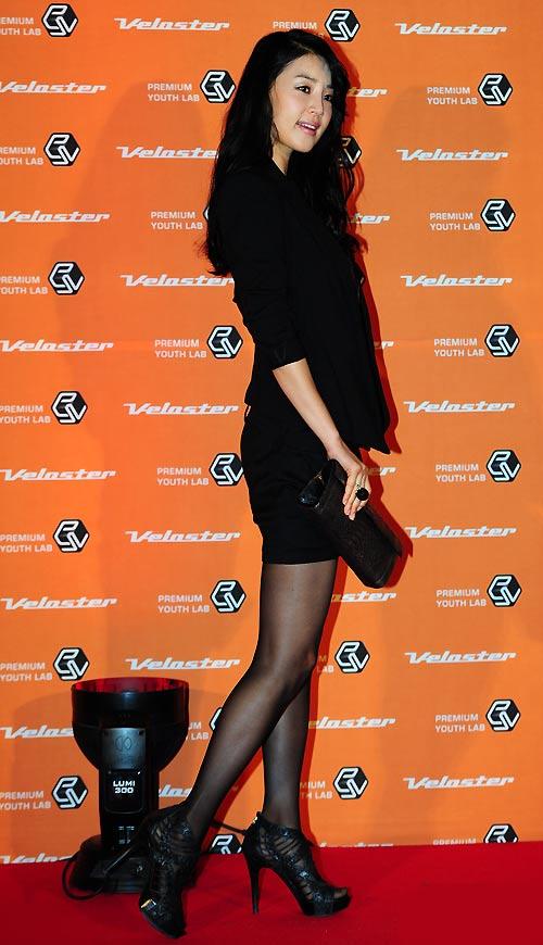 """Ngắm váy ngắn để """"soi"""" chân nuột của Sao Hàn - 5"""