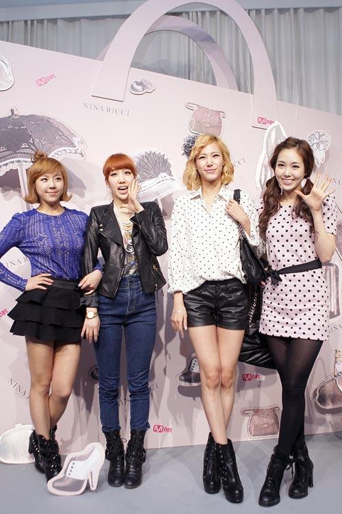 """Ngắm váy ngắn để """"soi"""" chân nuột của Sao Hàn - 9"""