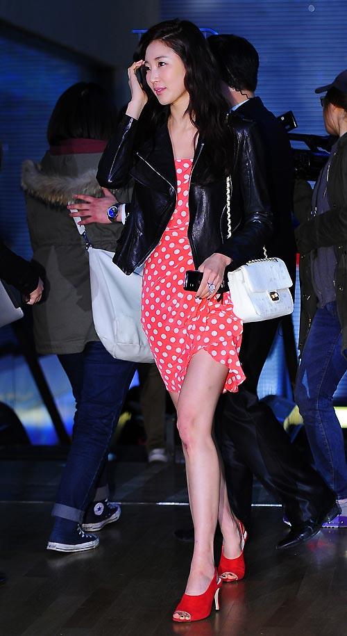 """Ngắm váy ngắn để """"soi"""" chân nuột của Sao Hàn - 13"""