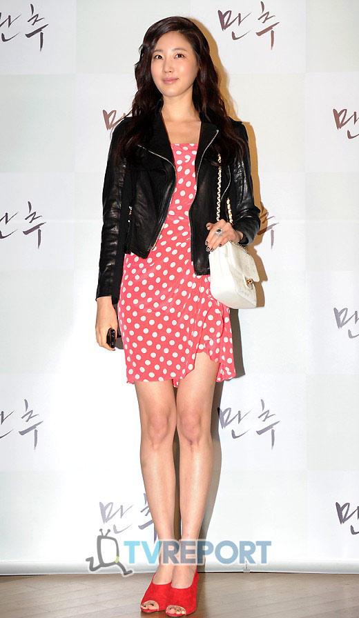 """Ngắm váy ngắn để """"soi"""" chân nuột của Sao Hàn - 12"""