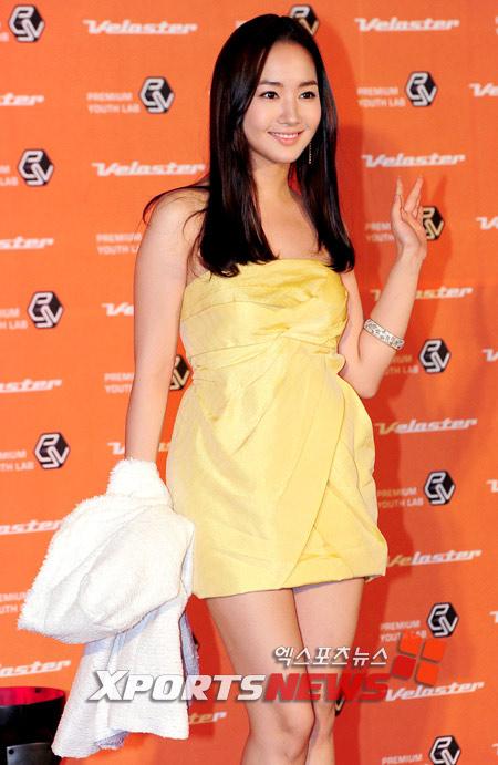 """Ngắm váy ngắn để """"soi"""" chân nuột của Sao Hàn - 17"""