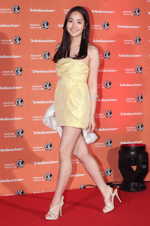 """Ngắm váy ngắn để """"soi"""" chân nuột của Sao Hàn - 16"""