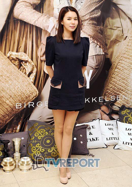 """Ngắm váy ngắn để """"soi"""" chân nuột của Sao Hàn - 19"""