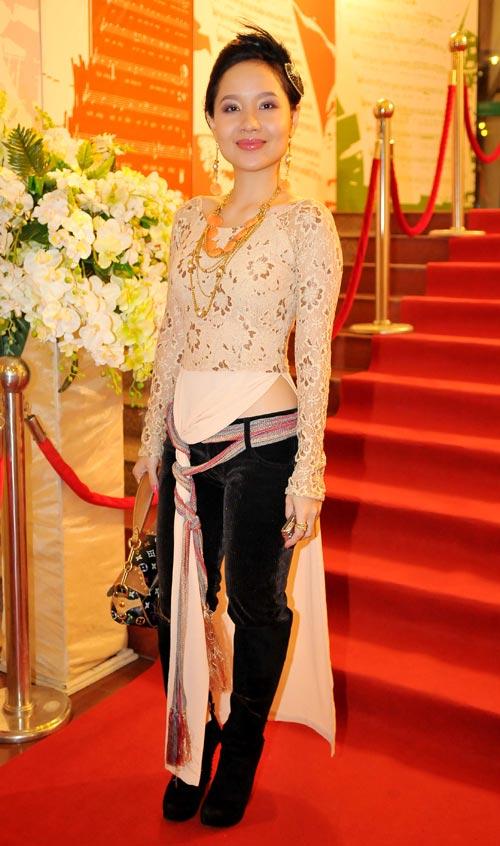 Sao Việt xấu - đẹp với áo dài cách tân - 9
