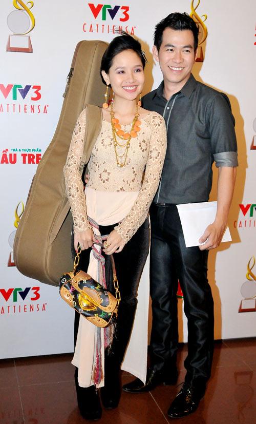 Sao Việt xấu - đẹp với áo dài cách tân - 10