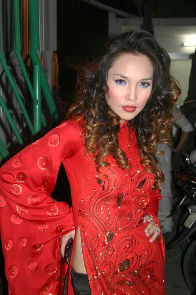 Sao Việt xấu - đẹp với áo dài cách tân - 13
