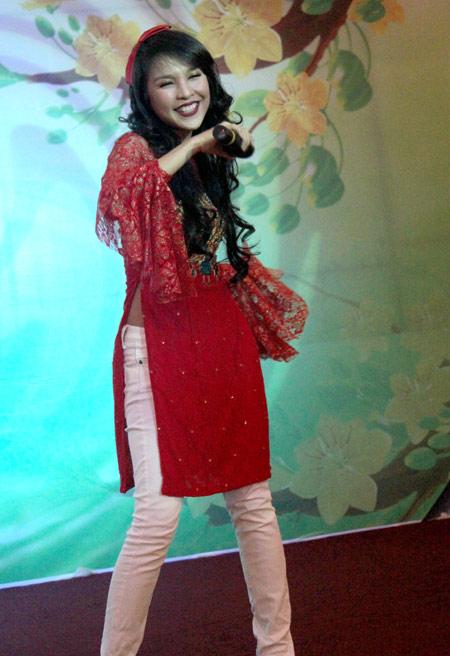 Sao Việt xấu - đẹp với áo dài cách tân - 15
