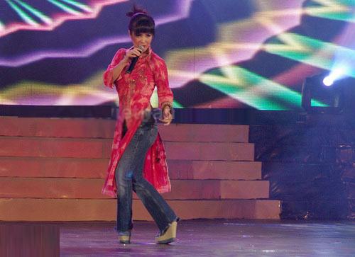Sao Việt xấu - đẹp với áo dài cách tân - 6