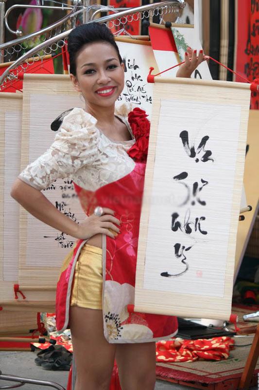 Sao Việt xấu - đẹp với áo dài cách tân - 16