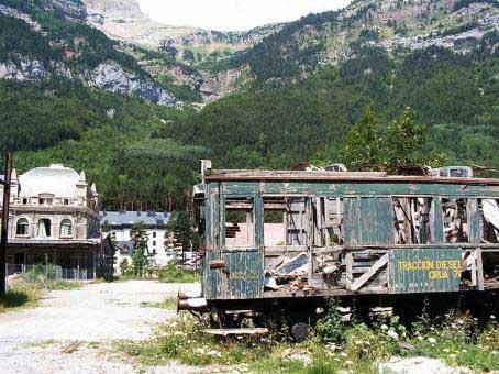 10 nhà ga bỏ hoang ma ám - 1