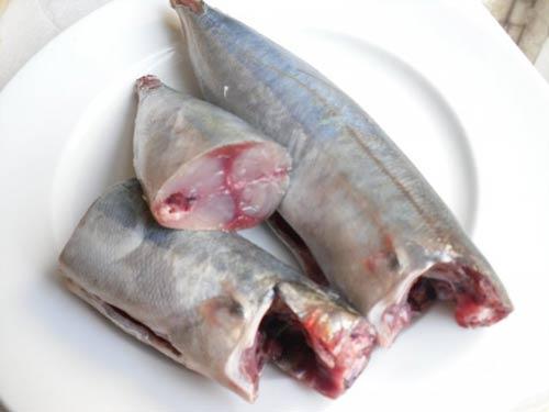 Dân dã cá nục kho cà - 1