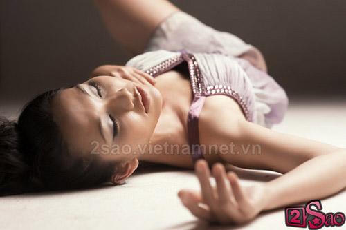 Kim Hiền sexy với vai trần - 1
