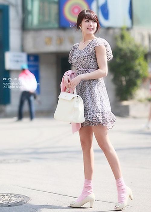 Diện váy hoa đón nắng ấm - 13