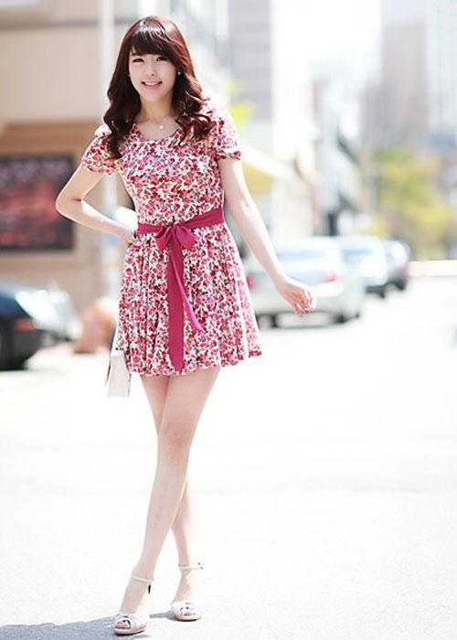 Diện váy hoa đón nắng ấm - 11